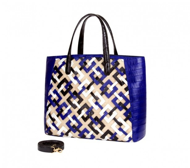 shopper-in-vernice-blu-nancy-gonzalez
